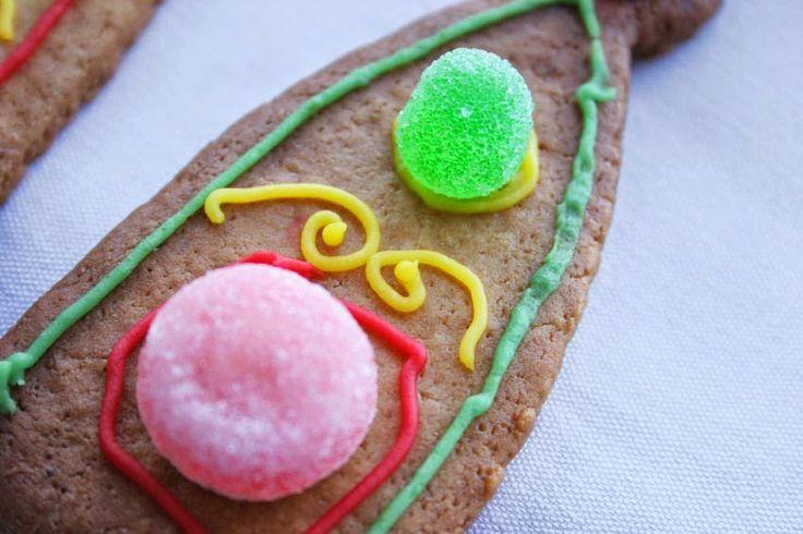 Galletas decoradas con chuches   Tarta de corona para princesas hecha con galletas de mantequilla y chuches   DEF Deco - Decorar en familia