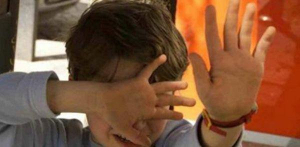 ORRORE A GIUGLIANO, BAMBINO DI 5 ANNI COSTRETTO A SUBIRE UN RAPPORTO ORALE - http://www.sostenitori.info/orrore-giugliano-bambino-5-anni-costretto-subire-un-rapporto-orale/275935