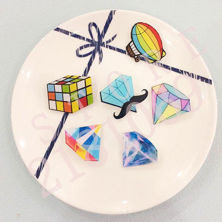 1 UNIDS Iconos Envío Gratis Cartoon Pin Insignia de Acrílico En Forma de Diamante Mochila Insignias de Diamantes Decoración En Forma de Icono