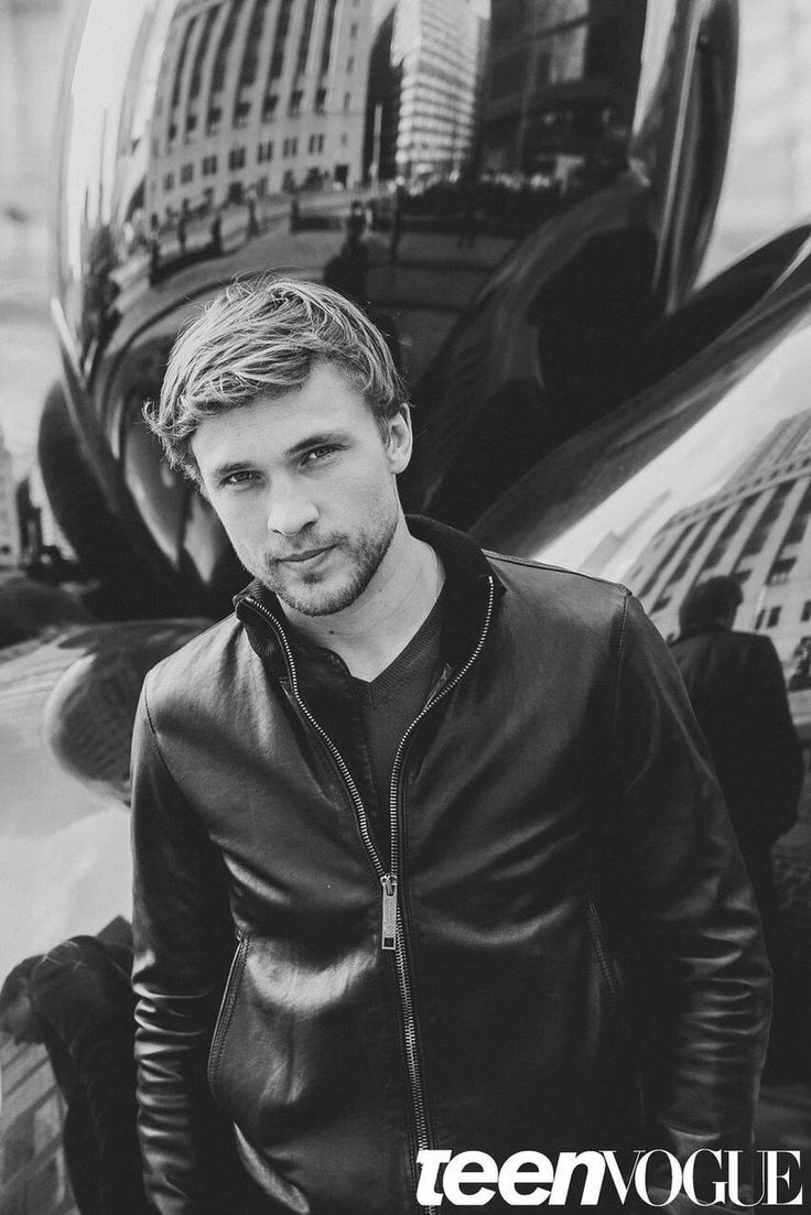 I'm sure I've pinned this before, but it's worth pinning again... William Moseley for Teen Vogue 2015