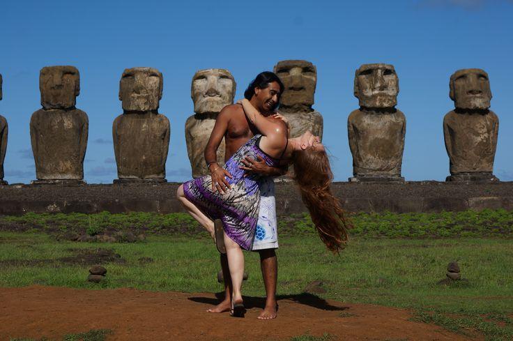 Ahu Tongariki, la plus grande plate-forme de pierre de l'île de Pâques / Ahu Tongariki on Easter island