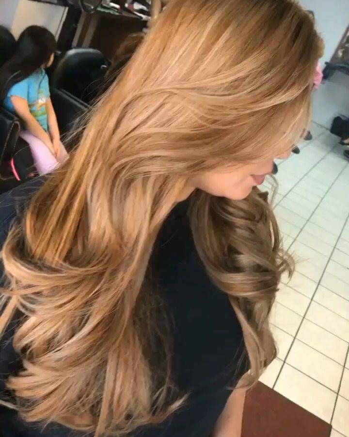 Spanish Girl Hair Color Shakira Hair Color Blonde Highlights Shakira Hair Girl Hair Colors Blonde Hair Color