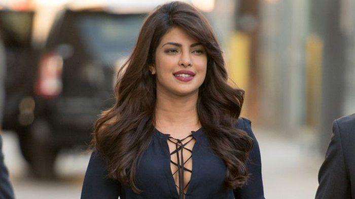 Priyanka Chopra - 10 Fakta Aktris Seksi India yang Disebut-sebut Sebagai Simbol Gairah
