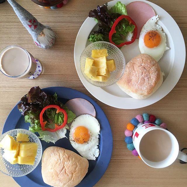2016/11/17 07:24:47 ryoko__kod . 朝ごはん 2016.11.17.thu. おはようございます。 昨日、洗濯槽クリーナーで洗濯槽の掃除をしたら…😳 びっくりしました。 . 今日は、各自#サンドイッチ もできるようにしてみました。 . ⋈ やわらかパン ⋈ レタス ⋈ ハム ⋈ 目玉焼き ⋈ パイナップル . #朝ごはん#朝ごパン#朝食#breakfast#ふたりごはん#二人ごはん#おうちごはん#おうちカフェ#二人暮らし#ふたり暮らし#朝食プレート#ワンプレート#ワンプレート朝食#朝時間#クッキングラム#デリスタグラマー#バルミューダ#BALMUDA#イイホシユミコ#アンジュール#unjour#スビキアワ#subikiawa#カステヘルミ#COMMECHINOIS#コムシノワ