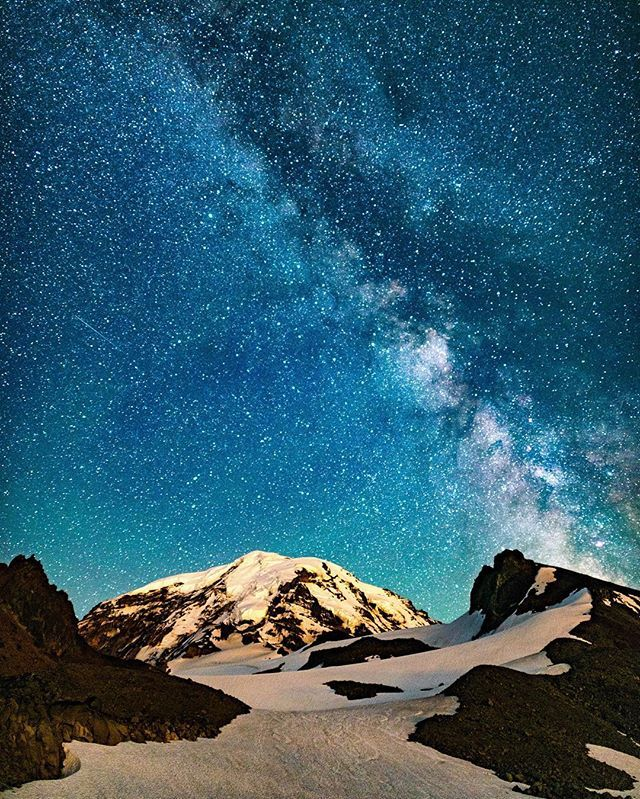 Mt Rainier - Feet Glacier 📩 Email us more star photography To also submit Astro Photography use #Astrography_ Photo credits: @z_lightphoto Check out these awesome hubs 🎉🌌@earthxpo @nightphotography @nightphotography_exclusive