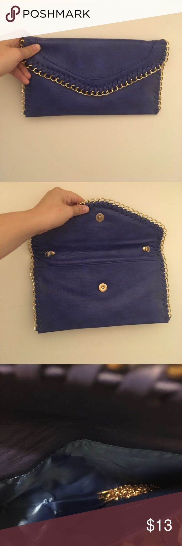 ⭐️ Boutique ⭐️ Blue Clutch Such a pretty royal blue clutch! Comes with detachable chain to wear crossbody or on your shoulder Bags
