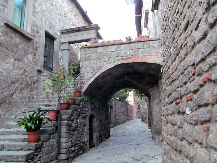 Vicolo, lane. Photo G. Bellucci