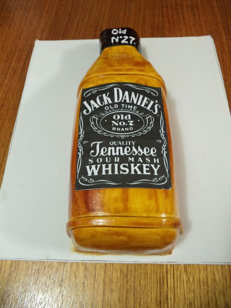 Whisky fondant cake by Volovan Productos