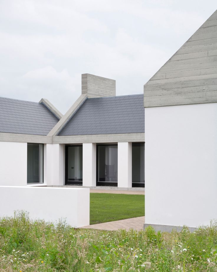 RIAI Public Choice Award - Leagaun House Like the form and blend of three simple colours, concrete wood grain barge, navy slate and crisp white render