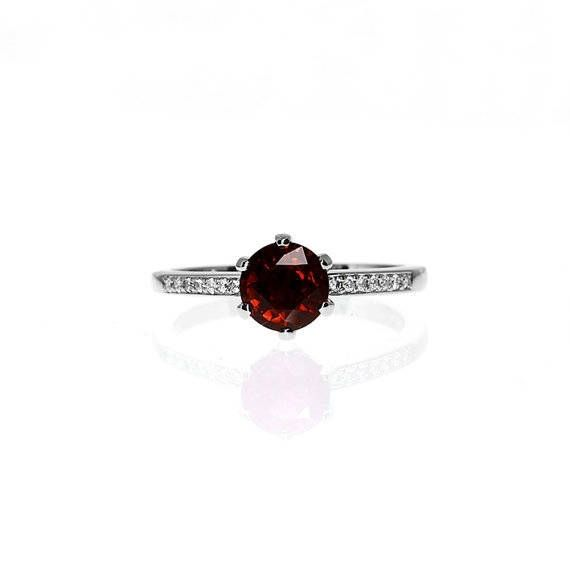 Petite Crown ring with Garnet in Platinum