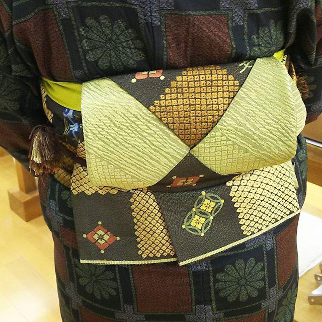 今日の着付けの先生の帯結び。どうなっているのかな❔ 来月の講習会で教えてもらおう❗  #着付け #半巾帯 #東亜和裁 #toawasai