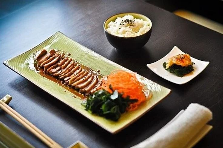 Odpadávame, a to doslova! Chrumkavo šťavnatá kačica s teryaki omáčkou. #teryaki #duck #asia #rice #heaven #pinfood #lovedishes https://www.zlavomat.sk/zlava/557529-kacacie-prsia-s-teriyaki-omackou