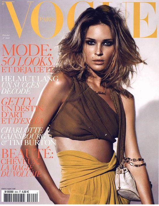 Vogue Paris février 2004 http://www.vogue.fr/photo/les-photographes-de-vogue/diaporama/mario-testino-en-53-couvertures-de-vogue-paris/5735/image/406794