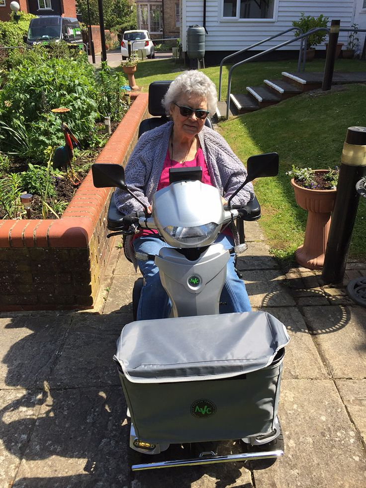 Mrs Gray fell for the Vitess 2 mobility scooter find your ideal Quingo here