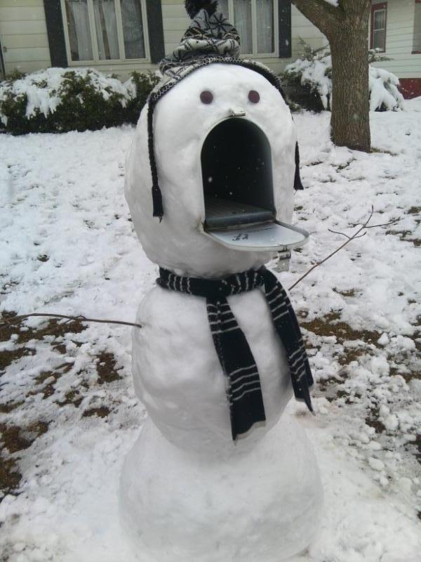 Ha! Brilliance. snowman mailbox.