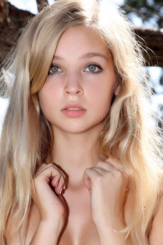 blonde chica