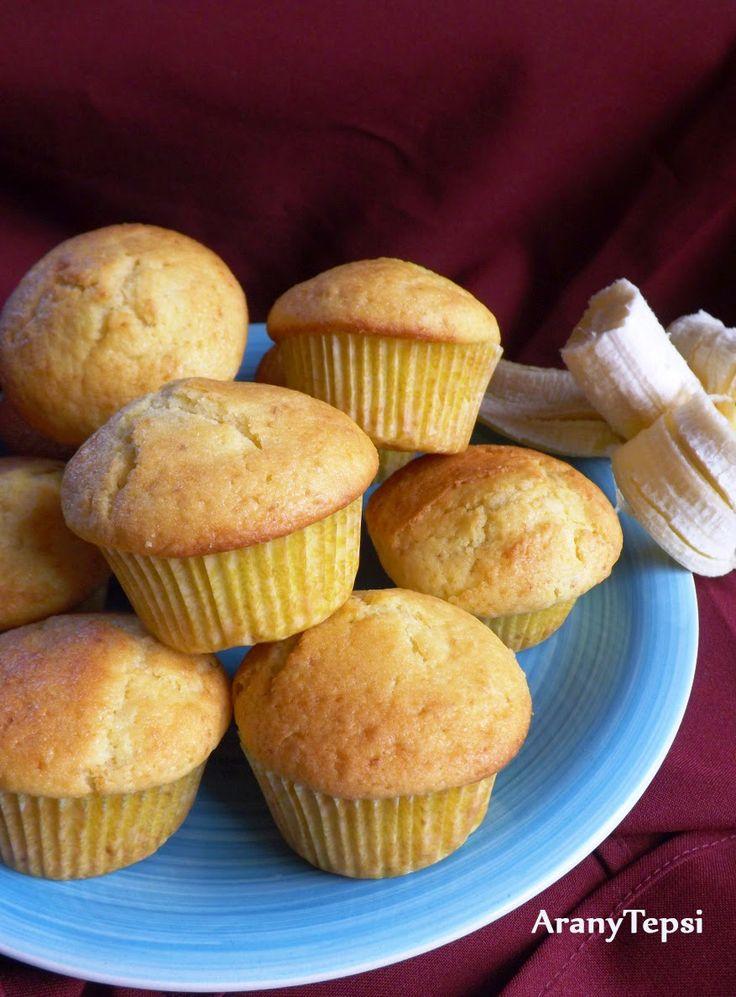 Valami igazán gyors és könnyű édességet képzeltem ma el, ez a banános muffin lett belőle. A gyümölcstől nagyon puha, finom ebéd utáni dessze...