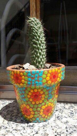 Colorful flowerpot painted by hand. Macetas pintadas a mano. Facebook: A'cha Pots. achapots@hotmail.com