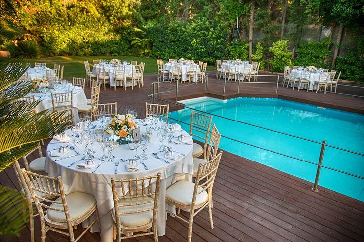 Δεξίωση γάμου δίπλα σε πισίνα