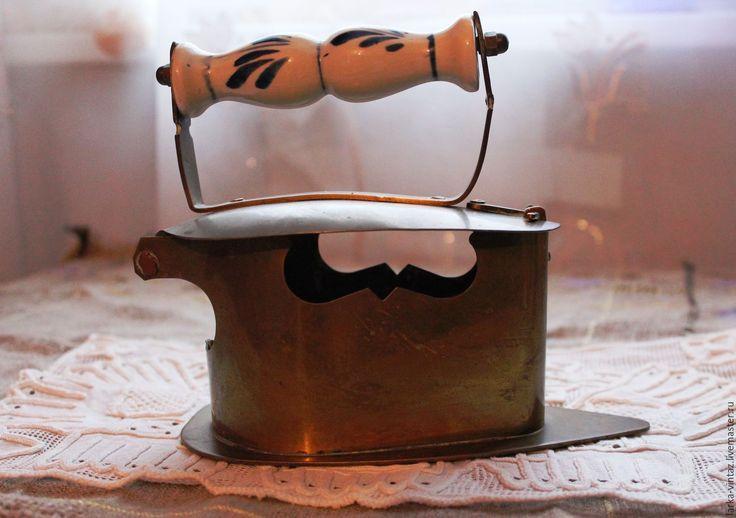 Купить Старинный утюг.. латунь...фарфор..Англия - золотой, антиквариат, антиквариат винтаж, утюг, утюжок