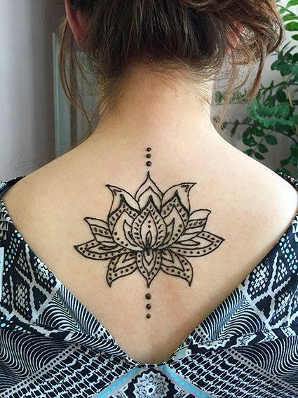 pin von marianne moritz auf tattoo r cken lotusbl te. Black Bedroom Furniture Sets. Home Design Ideas