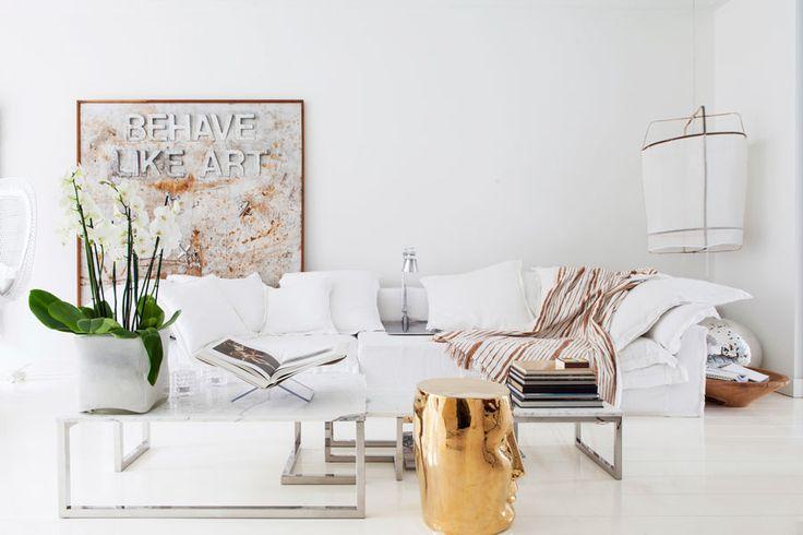 Adinda van Oels lägenhet i Amsterdam är feminin, stilfull och inredd med en perfekt avvägd blandning av antikviteter och moderna inslag. Adindas knep är att alltid utgå från ljuset,...