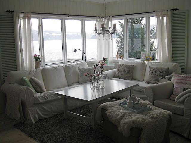 Pequenas Felicidades - As casas da norueguesa Bjørg e da mineira Jussara @ Com uma sala assim, quem precisa de quadros?