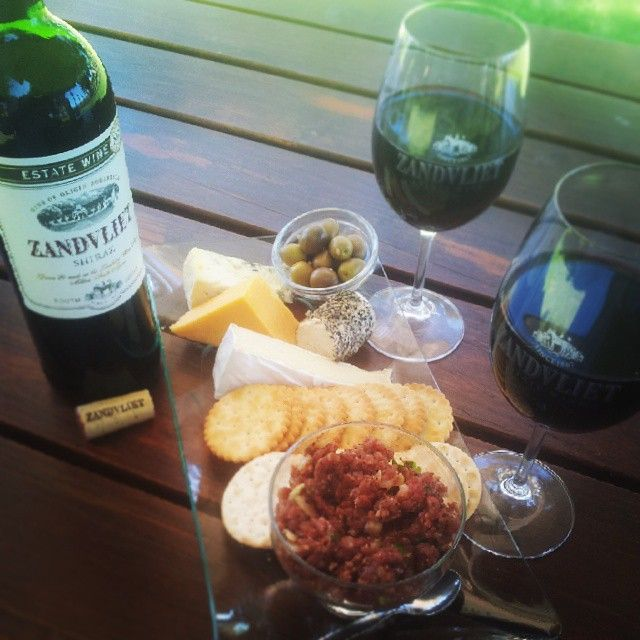 Perfect weekend snack: Cheese, biscuits and steak tartare that goes wonderfully with the Zandvliet Estate Shiraz