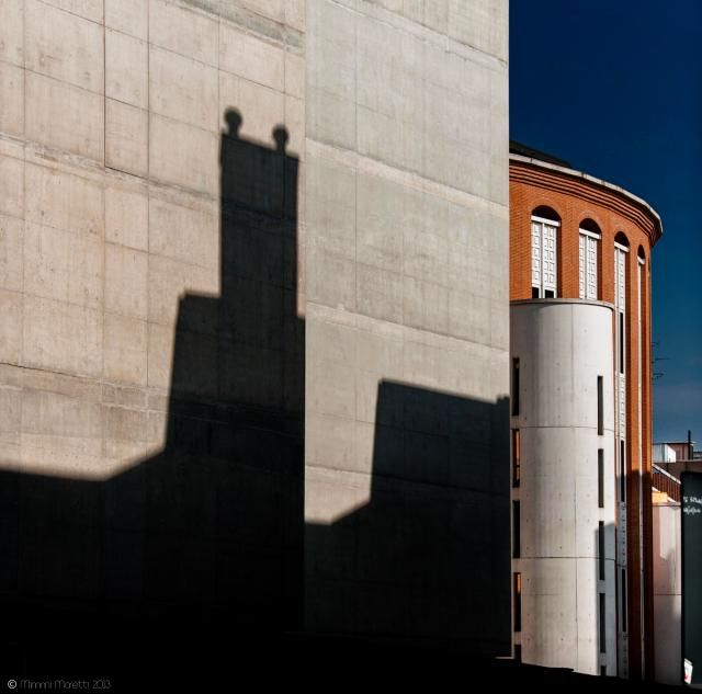Mimmi Moretti in una rivisitazione fotografica della pittura metafisica di Giorgio De Chirico  http://www.premioceleste.it/opera/ido:282689/