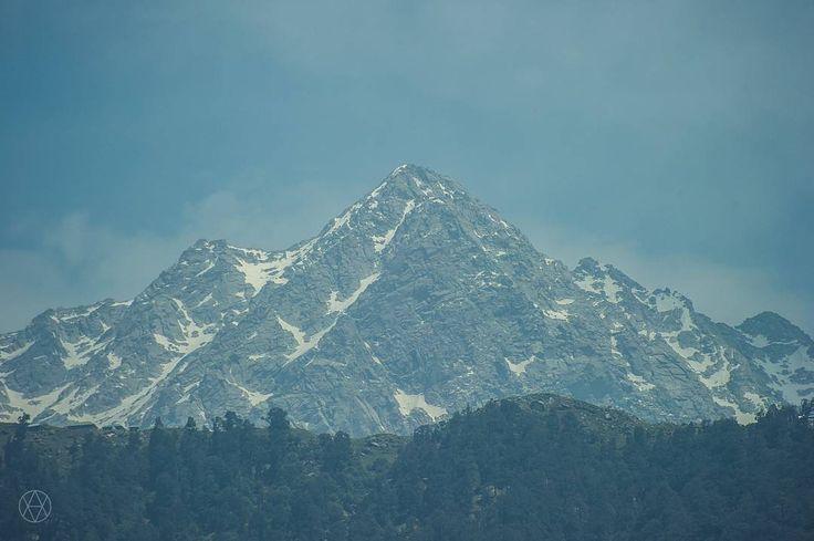 Triund peak, near the Dharamsala  height - 3240 m �� . . .  #india #incredibleindia #india_undiscovered #indiatrip #myindia #himachalpradesh #himalayas #dharamsala #dharamkot #mountain #mountainview #peak #snow #volobotti #natgeo #nature #landscape #natgeotravel #natgeoindia #natgeoru #discovery #nikon #traveler #traveling #travel http://tipsrazzi.com/ipost/1505696013317821461/?code=BTlTovth9QV