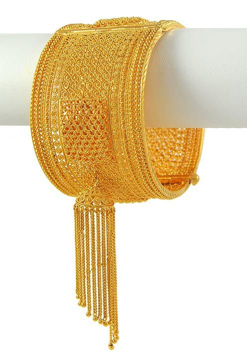 Though not fond of the Jhaler/Latkan - Nice intricate design on the bangle.