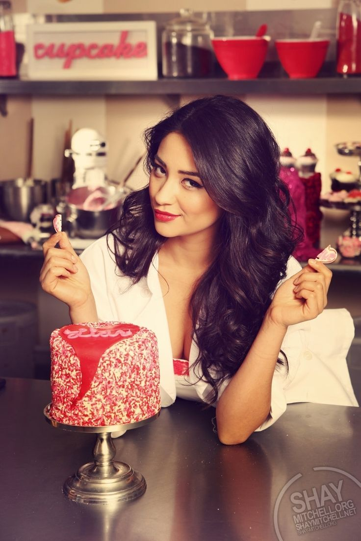 """Shay Mitchell ---okay, so preeeeeetty close to what Pon could look like! (also, I enjoy that she's holding a broken heart and the cake says """"Liar."""" I know it's for PLL BUT JUST LET ME HAVE THIS MOMENT, OKAY?)"""
