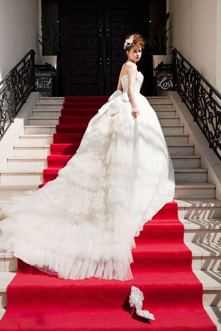 永遠に続く愛の象徴♡バージンロードで撮るウェディングフォト♡ヨーロピアンなウェディングの参考にしたい結婚式・ブライダルのアイデア☆