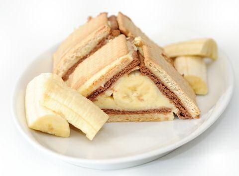 Lekker, makkelijk en leuk om de kinderen mee te laten kokkerellen: grootmoeders petit Beurre taart recept met of zonder pure chocolade of creatief met banaan.