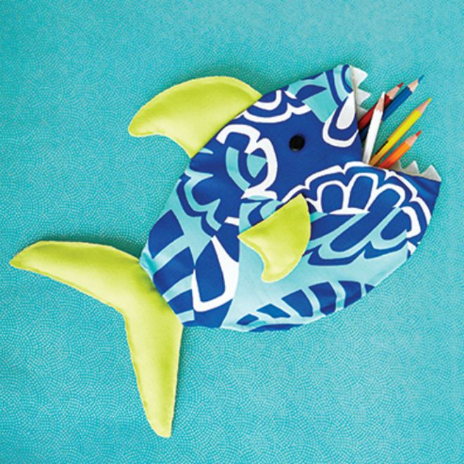 another pinner wrote: No-sew fish pencil case (by our own @Kat Ellis Stewart )