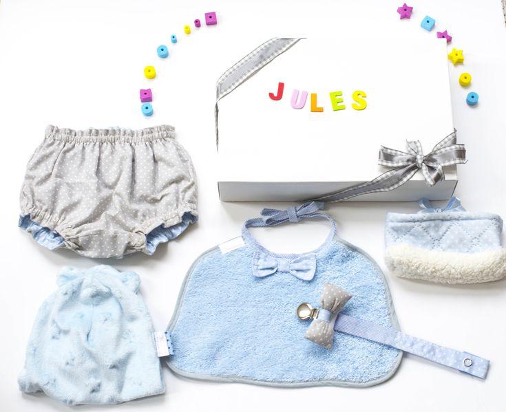 Babybox garçon unique personnalisée fait main bébé cadeau naissance cérémonie rose doudou chaussons bavoir attache tétine par BCBeBe sur Etsy https://www.etsy.com/fr/listing/575224272/babybox-garcon-unique-personnalisee-fait