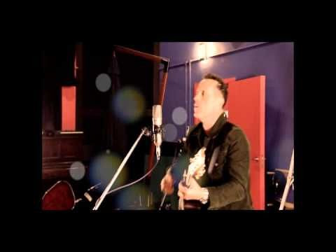 Mark Seymour sings Beside You live in the studio, a great version! #MSCT