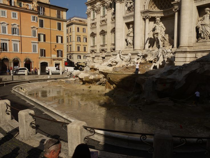 cleaning of the #trevi #fountain