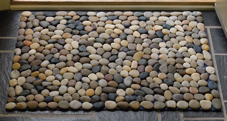 Gelijke stenen sparen en deurmat lijmen