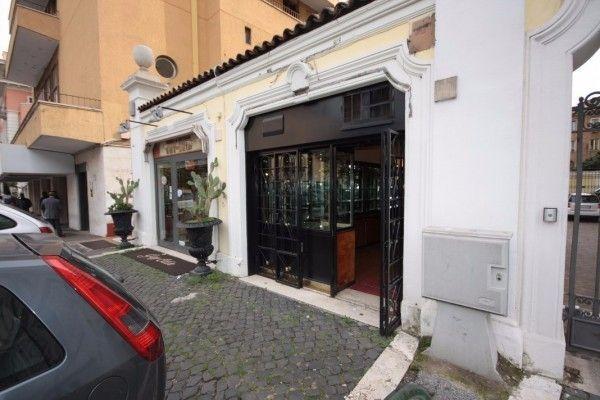 affitto_negozio_a_roma_in_zona_flaminio_parioli_pinciano_parioli_8250029445972761861.jpg (600×400)