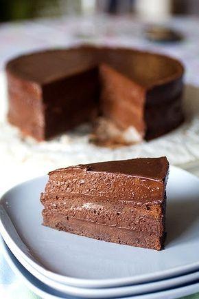 Questa torta l'ho fatta per il compleanno di Marco qualche giorno fa, però era circa un anno che sfogliando il bellissimo libro di Donna H...