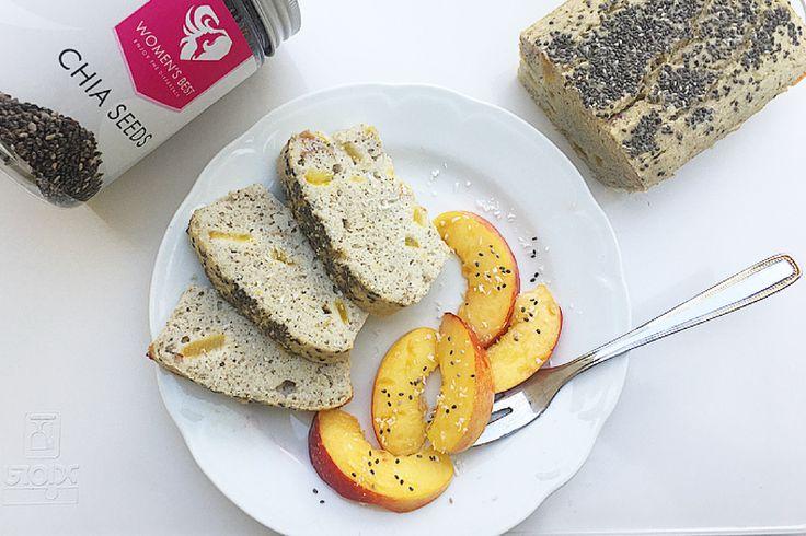 Plumcake senza glutine al cocco con pesca noce e semi di chia.