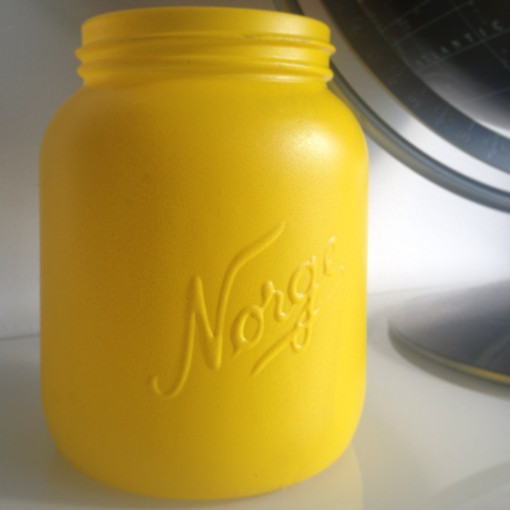 Spray paint the Mason Jar Taxi yellow. Taxi gult Norgesglass