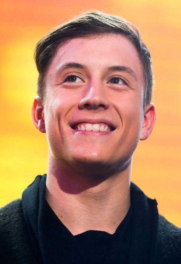 En 2014, il avait perdu «The Voice Belgique». En 2015, Loïc Nottet a gagné la notoriété. On avait juste eu le temps d'oublier ses reprises émouvantes de ses idoles Sia et Rihanna sur le plateau du télécrochet de la RTBF qu'il nous revenait avec «Rhythm Inside», la chanson avec laquelle il a représenté la Belgique à l'Eurovision. L'Europe s'est laissée emporter le temps d'une soirée par celui qui a grandi à Souvret près de Charleroi. Il finit quatrième. Pas mal. Après avoir signé un contrat…