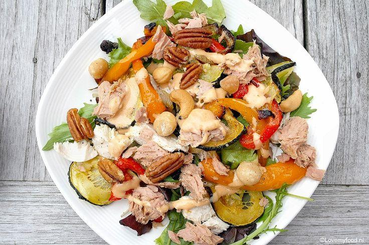 Eigenlijk was deze salade met gegrilde groenten helemaal niet bedoeld als recept voor LMF. Ik wilde gewoon wat restjes overgebleven sla en groenten opmaken.