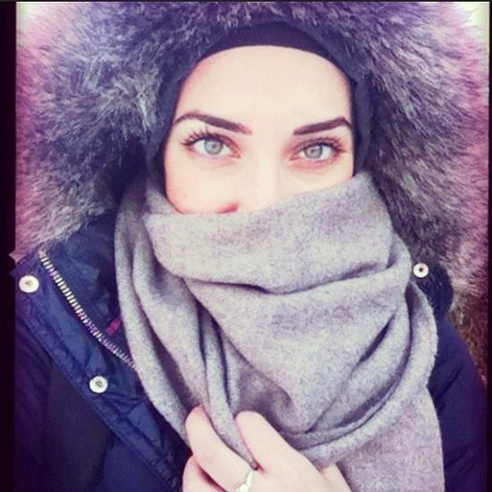 Muslima hijab fashion street