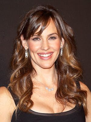@InstaMag - Actress Jennifer Garner is happy to settle into her new life as a single mother, say sources.