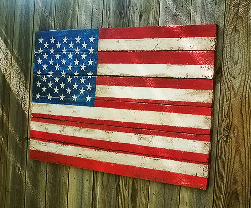 Amazing, faux pallet art flag! No heavy wood or power tools needed. Made by Johnnie over at Saved by Love Creations.
