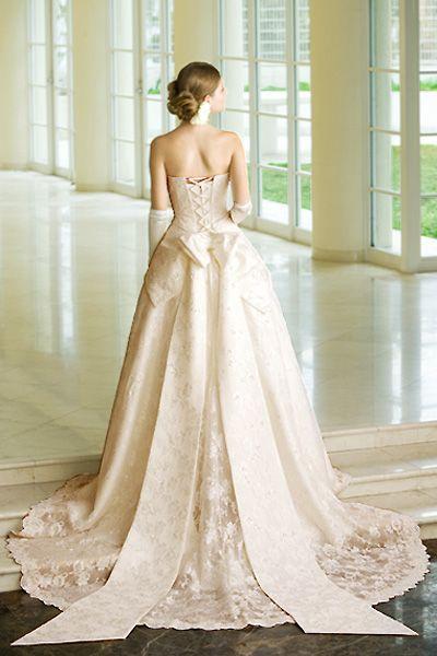 リボンがポイント♡刺繍の白い花嫁衣装・ウェディングドレスまとめ一覧♡