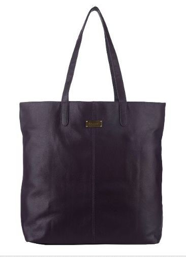 These leather #bags are perfect for work, weekend or a night out! Women's look would be beautifully matched with Klasse #leather #Shopper. Shop now at the best prices! It has a fully zippered top closure, and there are side gusset pockets for additional storage.#ToteBags